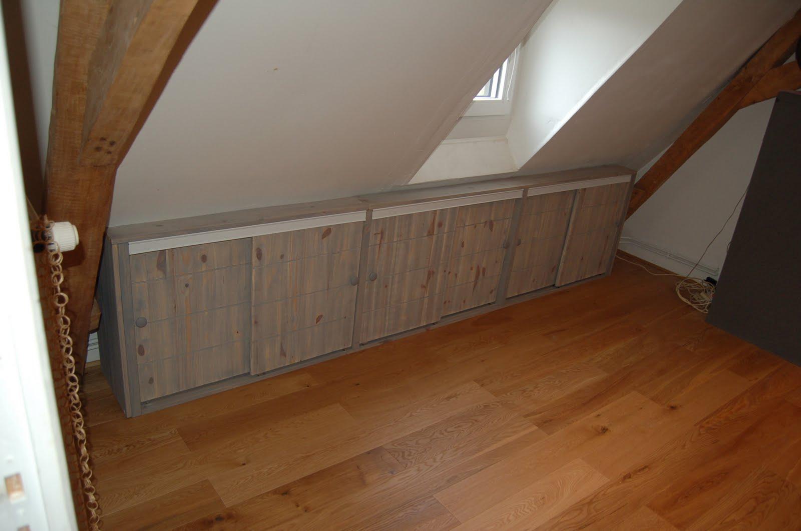 installation dun placard sous pente cergy lyon bordeaux prix de travaux de renovation. Black Bedroom Furniture Sets. Home Design Ideas