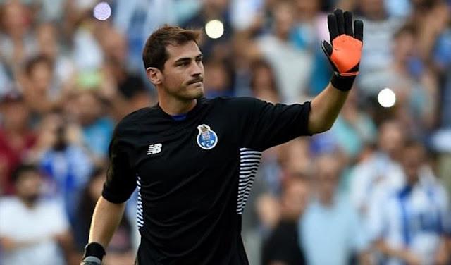 Iker Casillas se mete a representante de jugadres