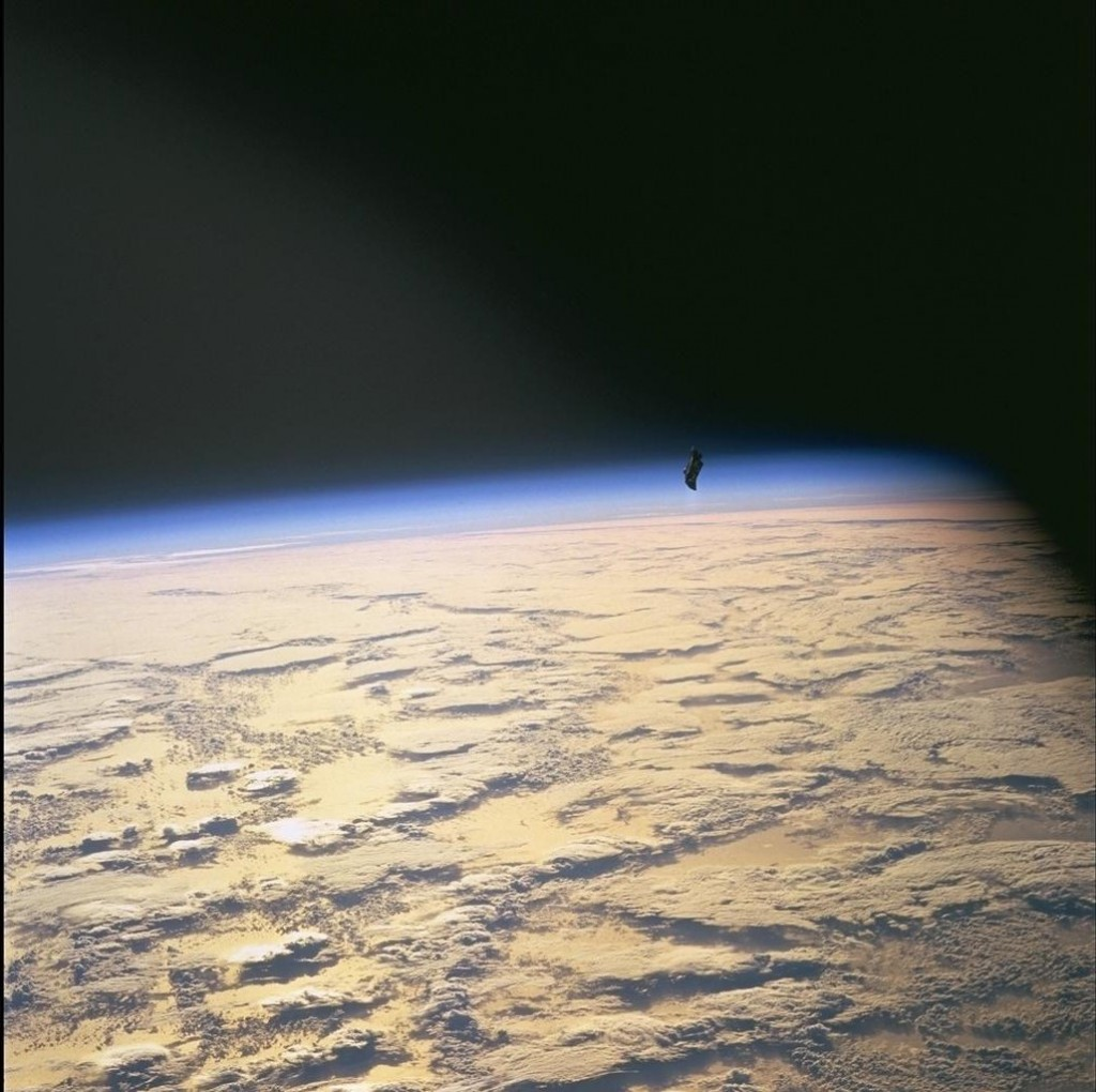 .: Um misterioso SATÉLITE ALIENÍGENA orbita a Terra há 13 ...