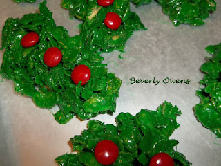 Looking for a really fun & easy Christmas treat?  You will love this Christmas Wreath Marshmallow Treats recipe!   You really can't mess up the design.