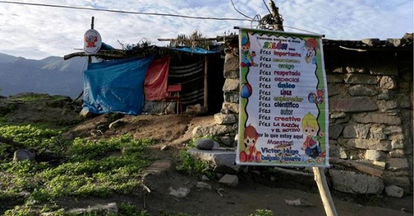 Colegio hecho con palos y plásticos ubicada en el caserío de Canchacoto pide urgente ayuda del Estado