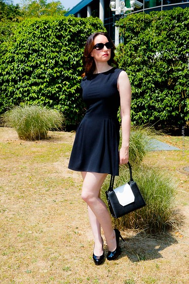 Black Summer Dresses Blogger - StreetStyle Images