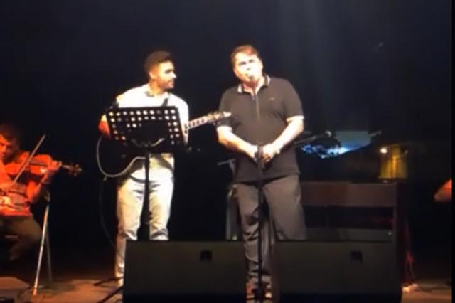 Όταν ο Δ. Καμπόσος πήρε το μικρόφωνο και άρχισε να τραγουδάει - Θα τα χάσετε...(βίντεο)