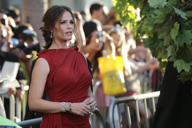 HD Wallpapers of Hot Sexy Jennifer Garner at The Odd Life of Timothy Green Premiere in Los Angeles