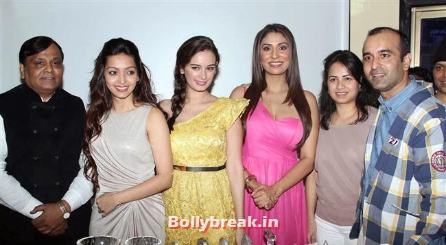 , Evelyn Sharma & Pooja Salvi at Nyuzmakers Cricket Challenge 2014 Inauguration