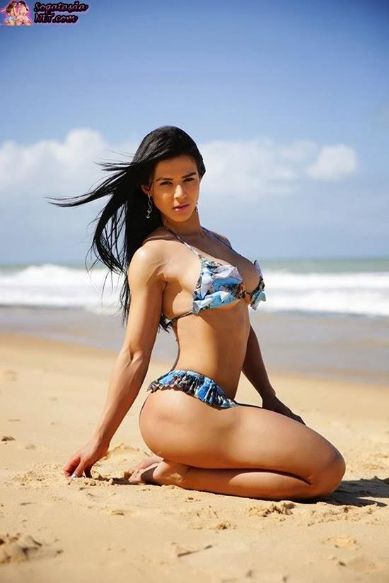 Eva Andressa foto na praia