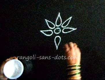 making-basic-rangoli-2411c.jpg