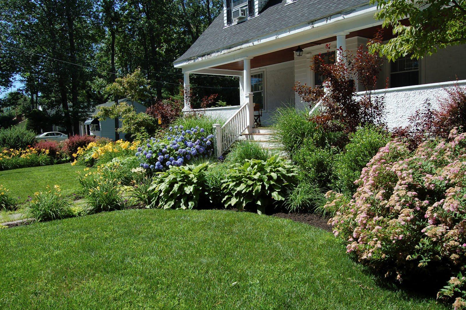 Fieldstone Design: Lush Foundation Plantings