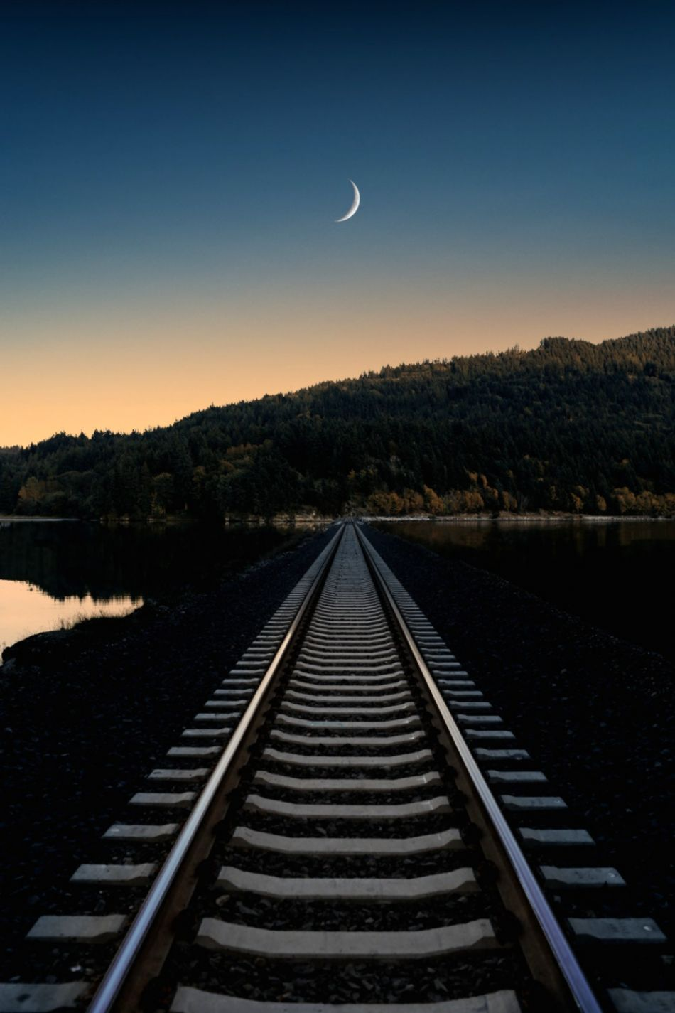 Crescent Moon Pictures HQ Download Free Images on Unsplash