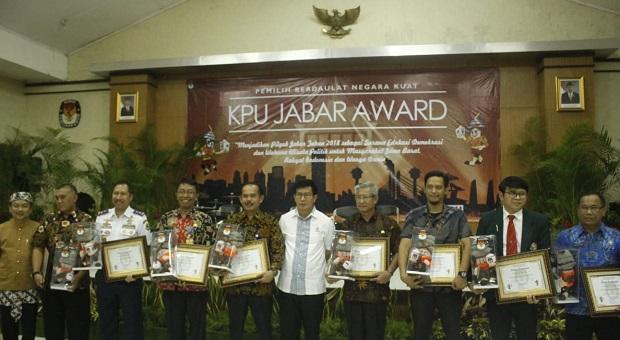 KPU Jabar Award, Bayar Utang bagi Pihak yang Berjasa