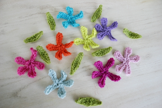 Wee Felted Blooms crochet pattern by Susan Carlson of Felted Button