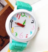 Oyuncak kol saati