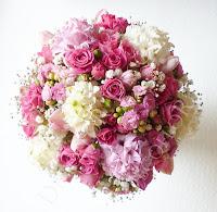 tavaszi menyasszonyi csokor jácinttal pink rózsával rezgővel