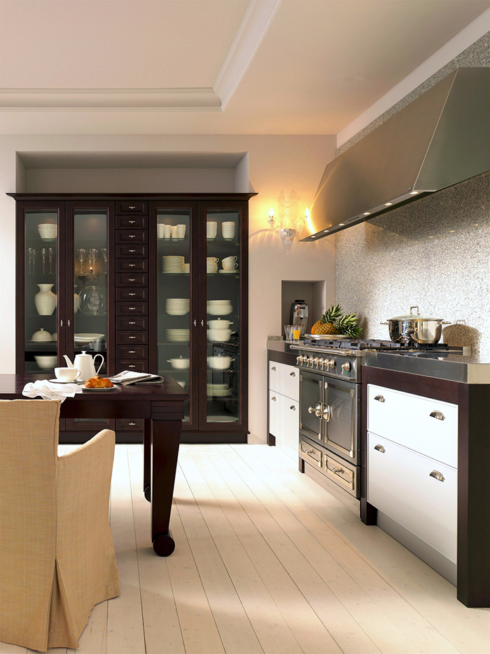 knight moves cutting edge kitchens by siematic. Black Bedroom Furniture Sets. Home Design Ideas