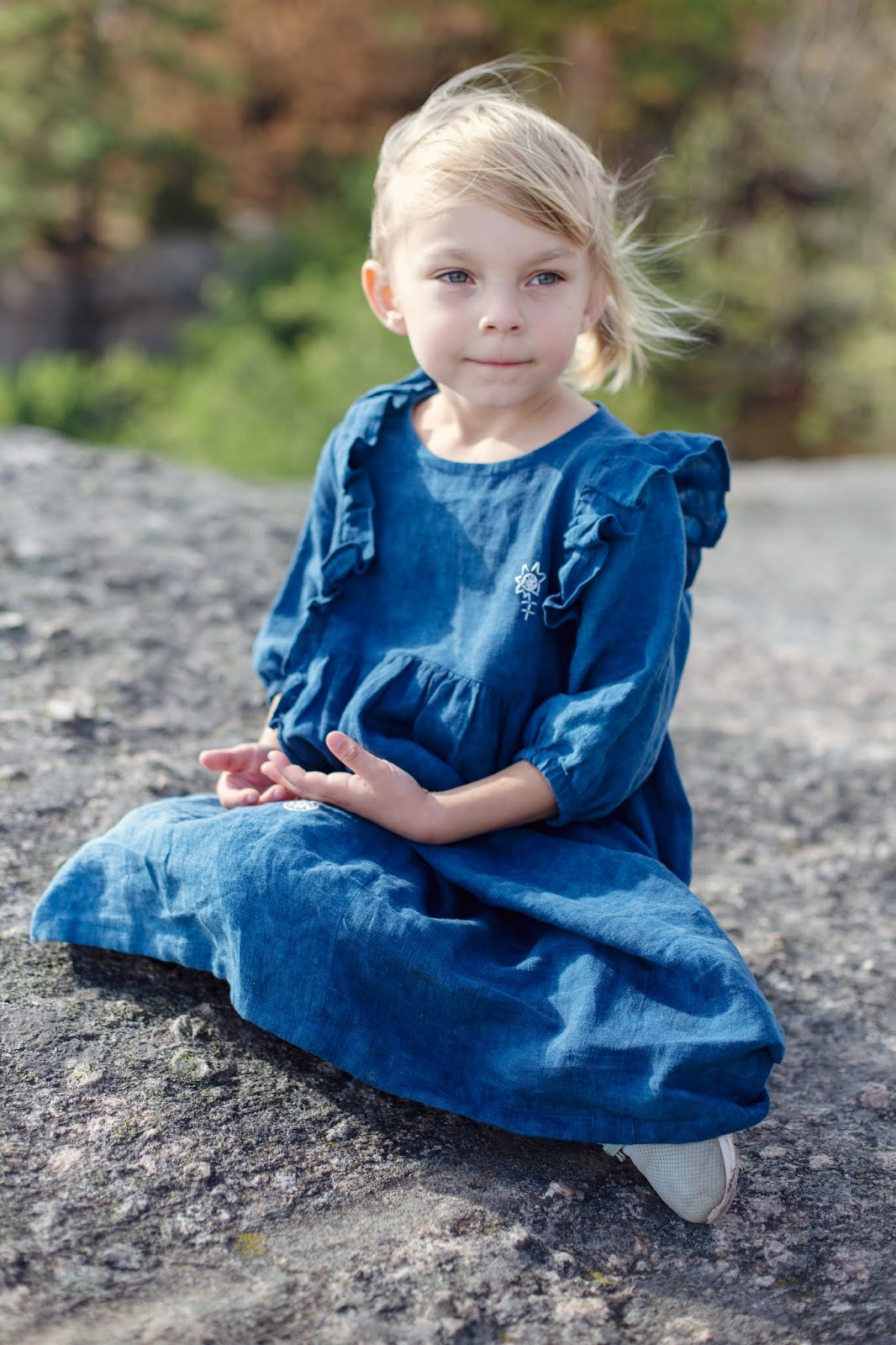 Och jag gillar verkligen den här modellen på klänning. Den är både lite  gammaldags Carl-Larsson Madicken samtidigt som den känns modern. Kommer  absolut sy ... 957a4f62a945b