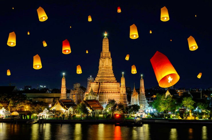 5. Loi Krathong, Wat Arun, Thailand - 29 Colorful Festivals and Celebrations Around the World