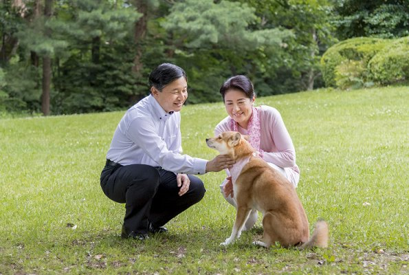 Imperial Household released new photos of Crown Prince Naruhito and Crown Princes Masako on the occasion of their 25th wedding anniversary.