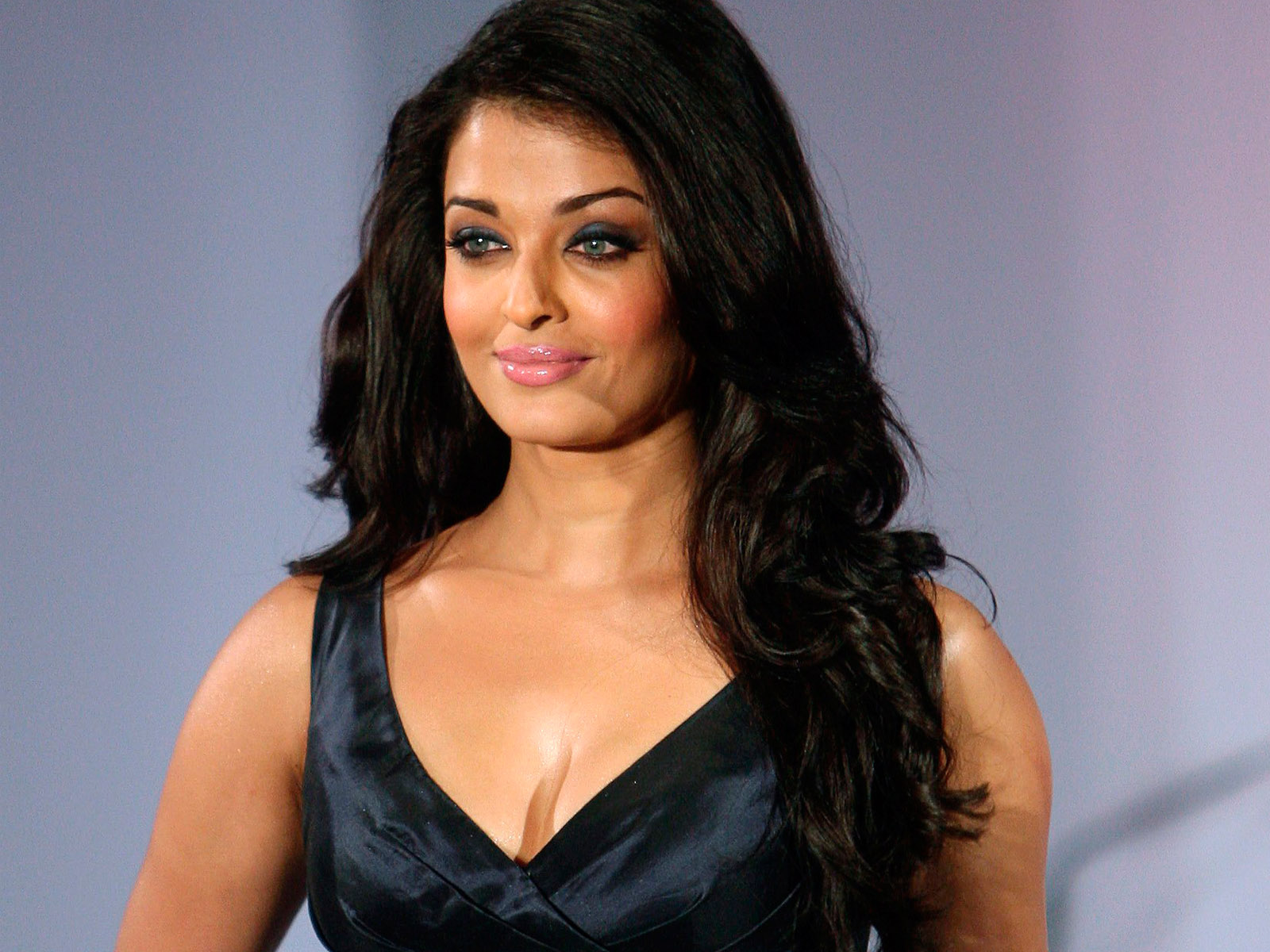 Gambler Indian Beauty Aishwarya Rai Hot Low V Cut Dresses