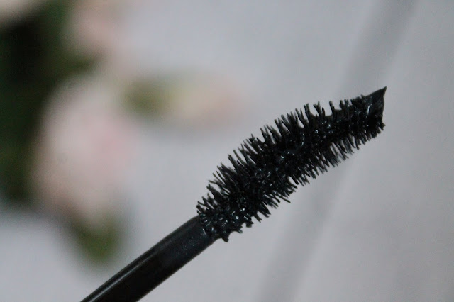 Avon Mark Big and Daring Waterproof Volume Mascara