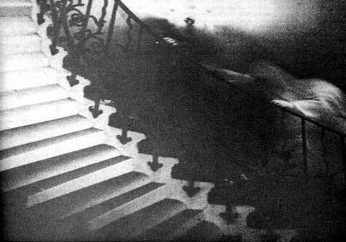 hantu tangga tulip 13 Penampakan Hantu Asli yang Dipercaya Bukan Rekayasa