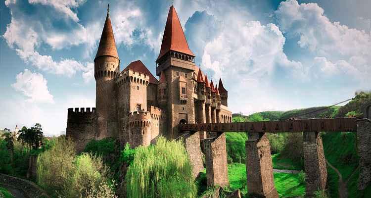 Castelul Hunedoarei, Castelul Corvinilor sau Castelul Huniazilor