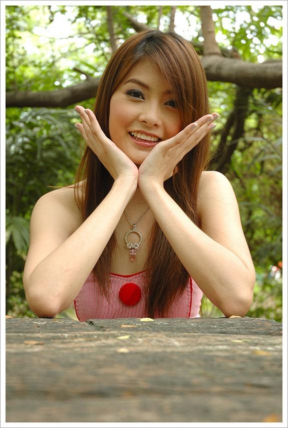 Cute And Beautiful Thai Model-7144
