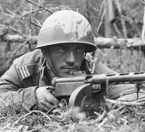 Finnish sergeant with Suomi M31 submachine gun, 25 July 1941 worldwartwo.filiminspector.com