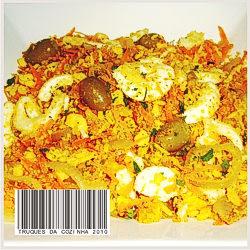 Farofa colorida com legumes, ovos e farinha de milho
