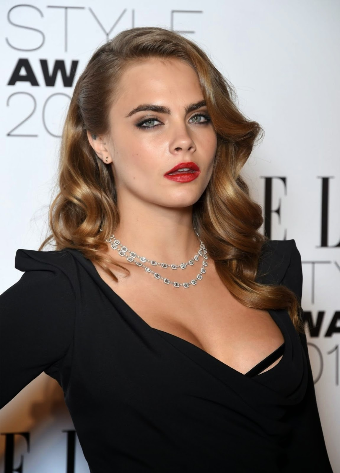 Cara Delevingne Is Elegant In Black At The 2015 Elle Style