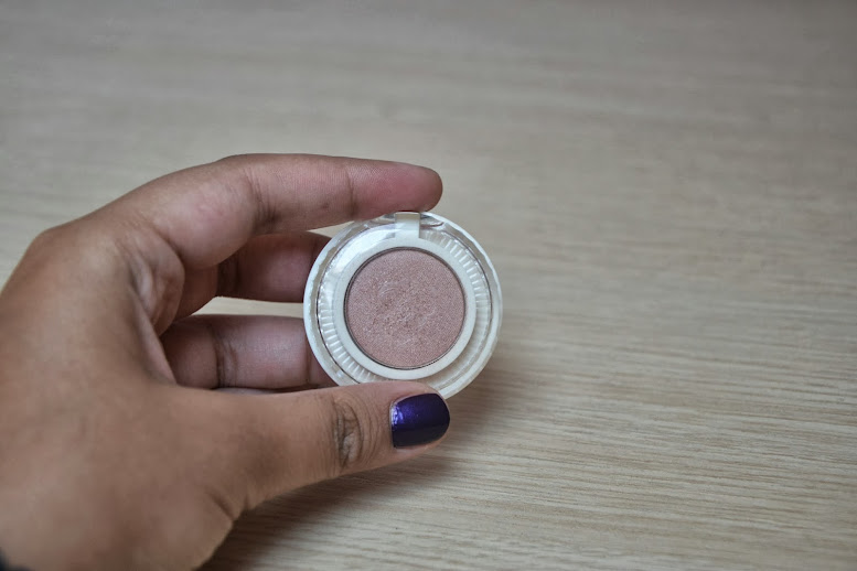 Review: Benefit Longwear Powder Shadow in Nude Swings