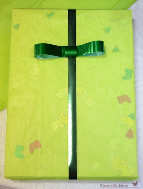 tuxedo bow, tuxedo bow on gift wrap