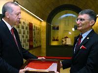 Ilmuwan Turki Sampaikan Medali Nobel Untuk Makam Ataturk