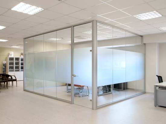 Cerramientos de cristal sevilla presupuesto gratis for Divisiones de oficina
