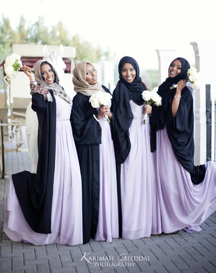 666f326d22a We discovered this beautiful picture of these modest and pretty Muslims  bridesmaids and we had to share.