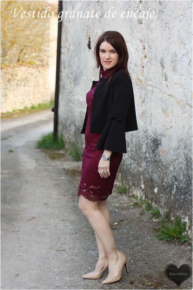 vestido de encaje granate ideal para un evento u ocasión especial