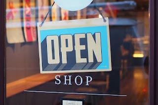 Dua hari yang lalu, saya mencoba untuk membuka toko atau openshop di salah satu marketplace yaitu di Creative Market. Kemudian saya menunggu selama dua hari sampai nantinya saya diberitahu apakah permintaan open shop saya di creative market dapat di setujui atau tidak.