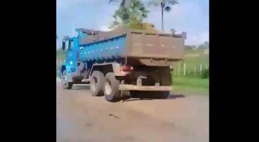 Empresário recupera estrada que da acesso a Poço Dantas Bonfim