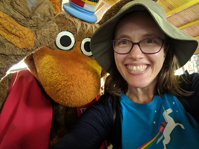 Fun things to do in Pittsburgh: Get a Kangaroo Selfie (kangarelfie) at Kennywood Amusement Park