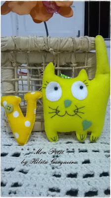 chaveiros-em feltro-fofos-gato-letra em feltro-chaveiro personalizado