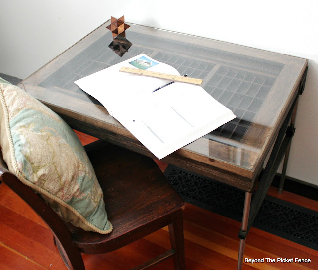 desk, drafting table, DIY, printers tray, industrial, rustic, light table, http://goo.gl/mtjRjv