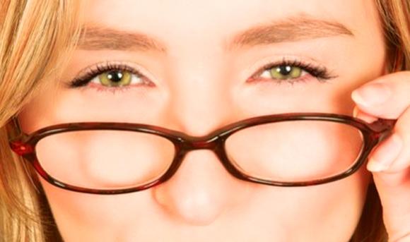 6c2b2e0b6 A miopia é uma condição dos olhos muito comum na população. Ela é uma  doença refrativa, que consiste na dificuldade para enxergar objetos de  longe.