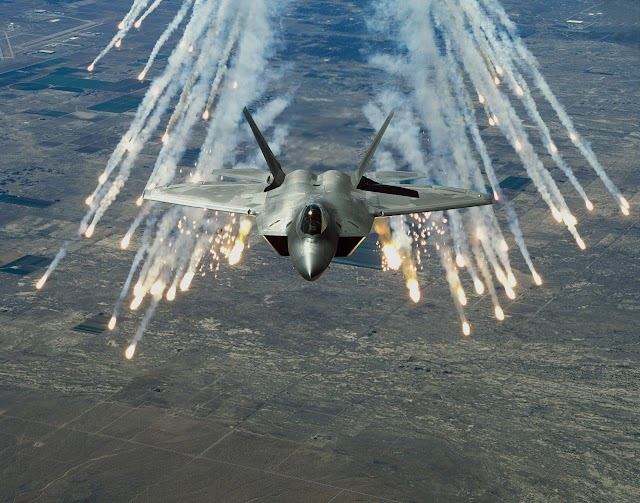 Lockheed Martin F-22 Raptor Wallpapers