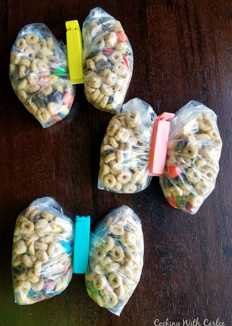 sandwich bags of peanut butter maple snack mix with bag clips down the center making them look like butterflies