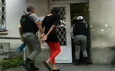 Resultado de imagem para Mãe é presa suspeita de agenciar programas sexuais para filha de 16 anos, na PB