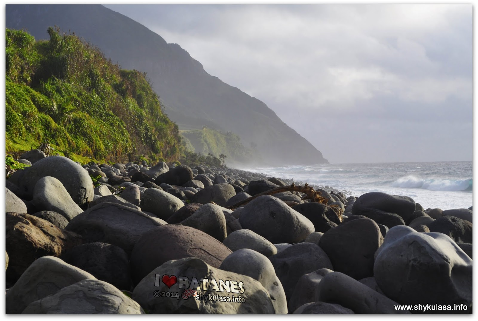 Valugan Boulder Beach, Batanes