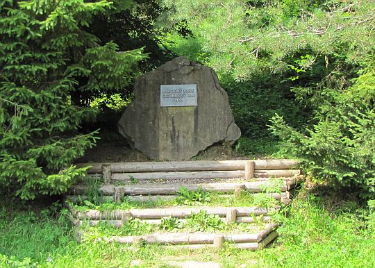 Obelisk upamiętniający powstanie Parku Narodowego Słowacki Raj w 1988 roku.