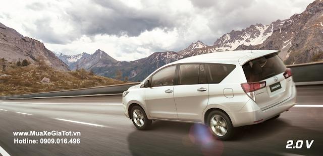 Giá xe Innova G và V chênh lệch khoảng 130 triệu khiến nhiều khách hàng băn khoăn rất nhiều khi chọn lựa giữa hai dòng này