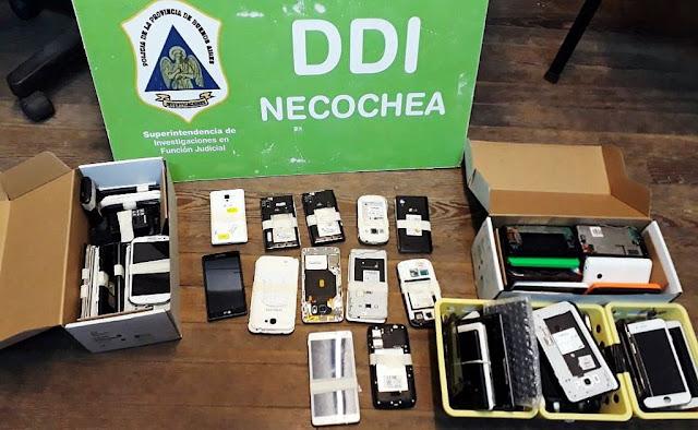 Allanaron local que adulteraban, clonaban y vendían celulares robados y secuestraron gran cantidad de teléfonos