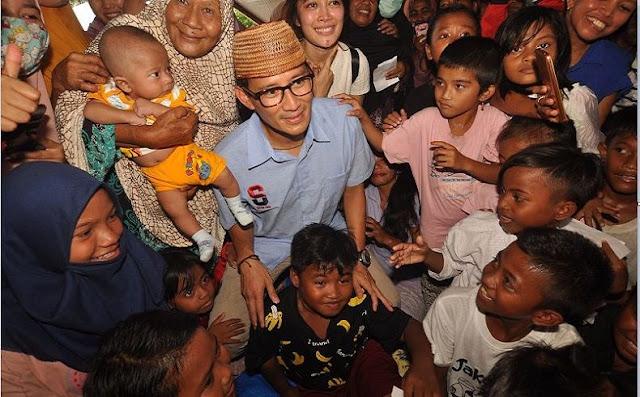Kunjungi Pasar di Palu, Sandiaga Bayar Rp100.000 untuk 2 Potong Tempe