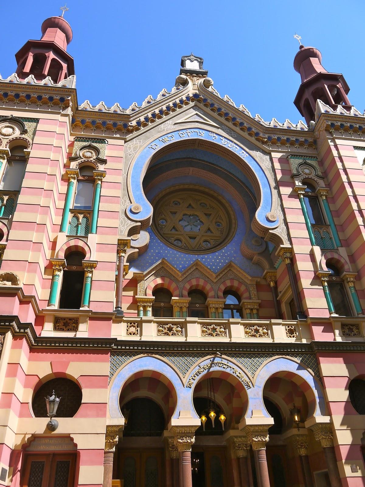 Adrian Yekkes A Riot Of Colour Prague S Jerusalem Synagogue